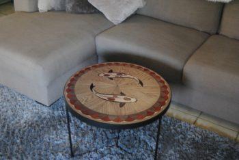 Koi in hardhout. Hier gebruikt als tafelblad.